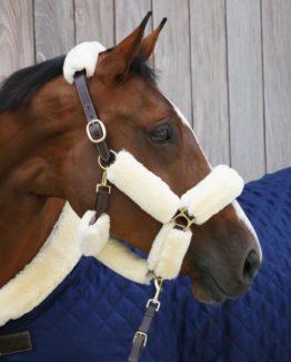 Luddset i konstgjort fårskinn från Kentucky Horsewear