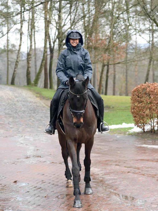 Tyra lång regnjacka från Busse